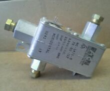 Y 30143 1AF  75 02 118 modern maid and Caloric Dual safety valve
