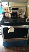 New Open Box Whirlpool 30  Free Standing Electric Range Black on Stainless WFE52