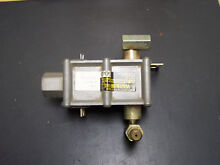 7501P095 60 Maytag   Magic Chef DUAL GAS VALVE