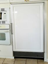 Sub Zero Refrigerator 501R In Excellent Condition