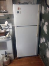Whirlpool W8RXEGMWQ Top Freezer Refrigerator with Ice Maker   White