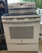 GE 30  Free Standing Electric Convection White Range JB690DFWW MSRP 849
