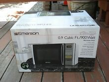 Emerson Microwave Oven 0 9 Cubic Ft   900 Watt   Brand NEW in Box