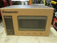 NEW   Panasonic NN SN966S 2 2 Cu 1250W Countertop Microwave Oven Silver
