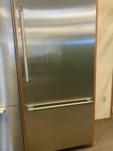T36BB920SS THERMADOR 36  BOTTOM FREEZER STAINLESS PRO HANDLE DISPLAY