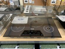 Thermador CIT304KM 30 inch 3600W Induction Cooktop   Silver FLOOR MODEL