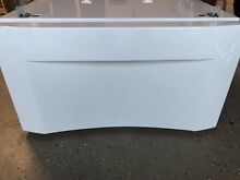 Frigidaire 15  White Pedestal For Washer Or Dryer w Mounting Hardware