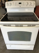 GE Electric Range White with Black Cooktop  JB680D P1WW