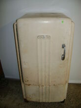 VINTAGE GENERAL ELECTRIC GE REFRIGERATOR