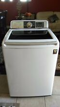 Samsung washer white nearly new condition large size