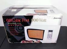 Emerson White 0 9 Cubic Foot 900 Watt Microwave Oven   New in Opened Box