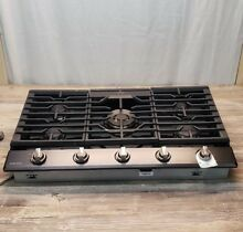 Samsung 36  Gas Cooktop 5 Burner Black Stainless Steel Store Display