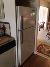 Refrigerator 14 cu ft  Hotpoint good condition