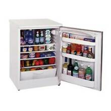 Summit FF6BI FF6 Compact Summit Midsize Auto Defrost All Refrigerator