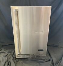 Coyote CBIR R 21  Outdoor Refrigerator 4 1 cu ft  3 Wire Shelf Right Hinge 2