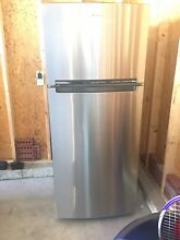New Out Of Box Whirpool Stainless Steel Top Freezer Refrigerator  17 18 cubic FT