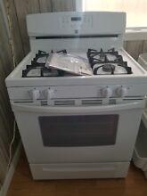 Kenmore White Gas Stove Oven Range New out of box with broil and serve drawer