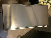 Samsung 27  Washer Dryer Pedestal  Used  Very Good Condition  Buyer Pick Up Only