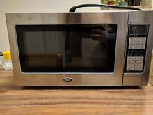 Oster OGZD1102 1000W Microwave   slightly and gently used   Clean Unit
