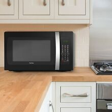 HOmeLabs 1050 watt Countertop Microwave Oven with Accessories   Black Stainless