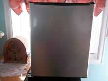 Small Whirlpool 2 7cu ft Mini Compact Refrigerator Stainless Steel with Freezer