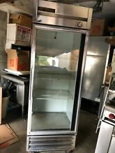 True Refrigerator  Commercial T 19G 19 cu  ft  beverage reach in Good Condition
