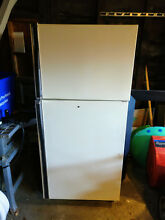 Kenmore Top Freezer Refrigerator with Glass Shelve  and Ice Maker