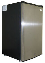 Sunpentown 3 cu  ft  Upright Freezer