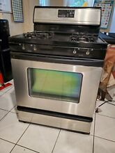 Whirlpool 4 Burner Gas Stove Oven  In working condition  MISSING KNOBS  Pick up