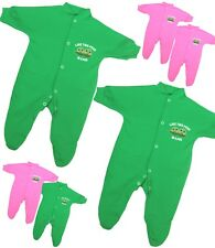 BabyPrem Baby Clothes Boys Girls TWINS Set 2 x Sleepsuits 'PEAS IN A POD' 0 - 9m