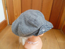 MONSOON ACCESSORIZE GREY BEIGE HERRINGBONE WOVEN BAKER BOY PEAKED HAT CAP BUTTON