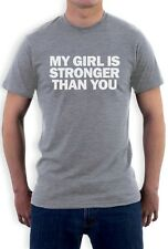 My Girls Is Stronger Than You T-Shirt Lustig Fitness Fitnessstudio Workout