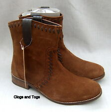 NEW LEVIS BROWN SUEDE ANKLE  BOOTS SIZE 6.5 / 40