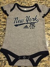 NEW YORK YANKEES CREEPER-GIRLS- 0-3 AND 3-6 MONTHS- GREY W/BLUE- BRAND NEW