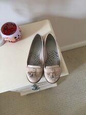CLARKS Ladies Nude Patent Leather Tassel Loafers Shoes Slip On Sz 4.5