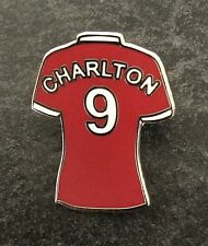 BOBBY CHARLTON BUSBY BABES / UNITED LEGEND PLAYER ENAMEL PIN BADGE RED or WHITE