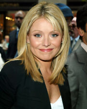 KELLY RIPA CANDID CLOSE UP COLOR PHOTO OR POSTER