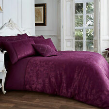 Luxury Jacquard Quilt Duvet Cover with Pillow Case – Damask Themed - Aubergine