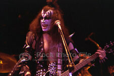 Kiss 76/02/23 photo 2-10, Gene Simmons - LA FORUM