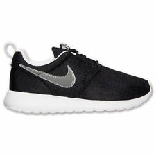 (599728-007) GS YOUTH NIKE ROSHE RUN BLACK/METALLIC SILVER (SWOOSH) /WHITE