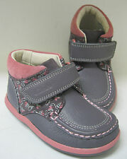 Clarks Infant girls ankle boots. Alana Erin FST. Anthractie leather. F width.