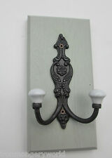 CAST IRON SHABBY DECORATIVE ORNATE COAT HANGING HOOK ON SOLID OAK WOOD