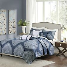 Beautiful Navy Blue & White Reversible Coverlet Bedding 3 Decorative Pillows