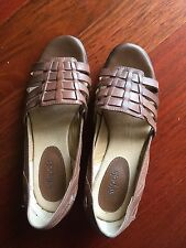 Brand new Softspots Woven Sandals size 8