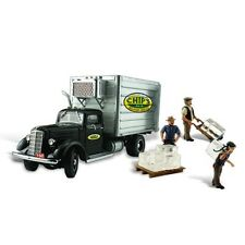 Woodland Scenics AS5557 HO-Scale Chip's Ice Truck w/ 3 Men Hauling Ice