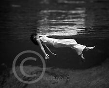 1947 BEAUTIFUL GIRL UNDER WATER FRISSELL FASHION MODEL PHOTO