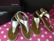 NEW Kids Girl's Kenneth Cole Reaction Float On Sandals Silver/Gold Flats Shoes 2
