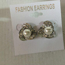 Antique Silver plated crystal wool-knot & pearl stud earrings 217