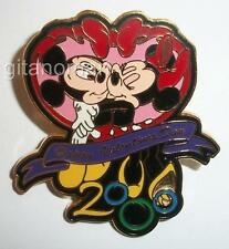 Disney WDW Happy Valentines Day 2000 Mickey & Minnie Kissing in a Heart LE Pin