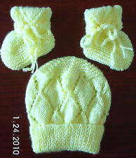 LEMON or APPLE GREEN BEANIE and BOOTEES SET HAND KNITTED BRAND NEW